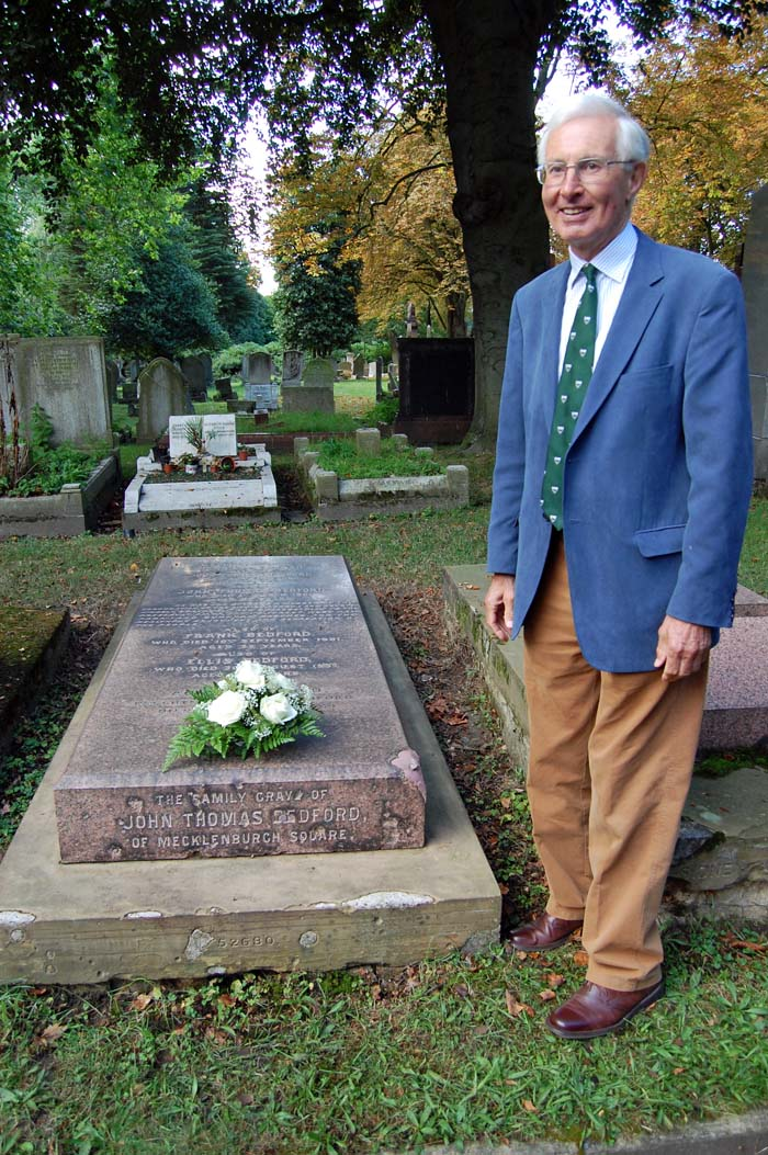 Verderer Richard Morris, OBE, at the grave of John Thomas Bedford in the City of London Cemetery