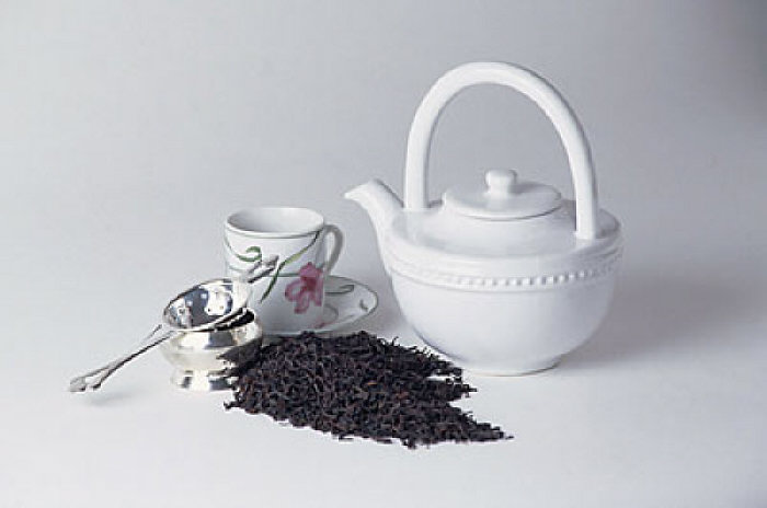 tea pot and leaves uid 1189324